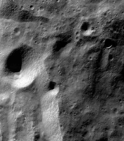 Moretus krateri