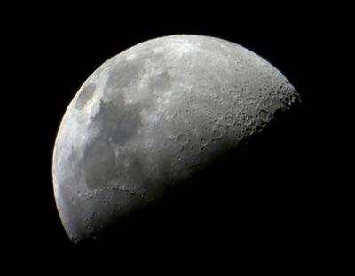 Galileoskop'la çekilmiş bir Ay fotoğrafı.