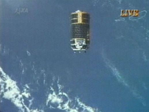 Fotoğrafta, Japon kargo gemisi HTV-1 Uluslararası Uzay İstasyonu'ndan ayrılırken görülüyor.